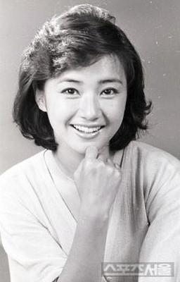 韓国女優チョンユンヒ