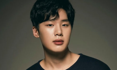俳優キムドンヒ