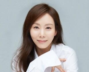 韓国女優パクイェジン
