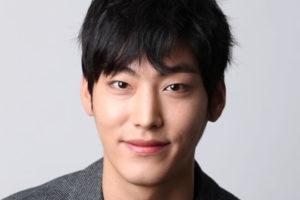 俳優パクヨンウン