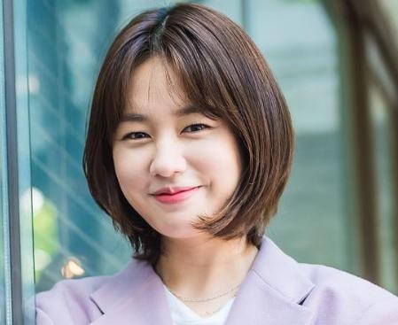 韓国女優アンウンジン