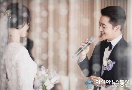 韓国俳優・歌手アレックスの結婚写真