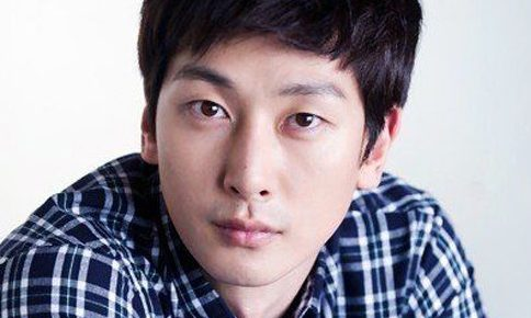 韓国俳優シムジホ