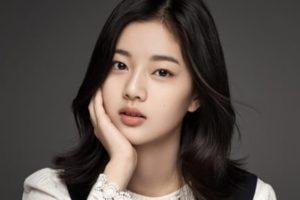 韓国女優シンウンス