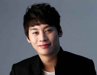 韓国俳優チョンウヌ