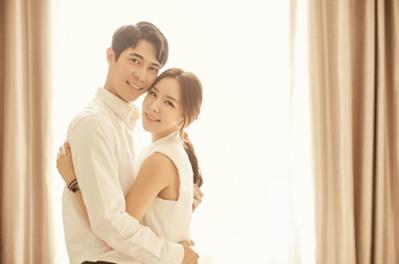 韓国俳優キムヒョンミンと妻結婚画像