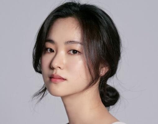 韓国女優チョンヨビン