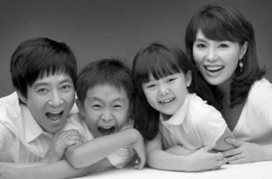 韓国女優ハヒラとチェスジョン家族写真