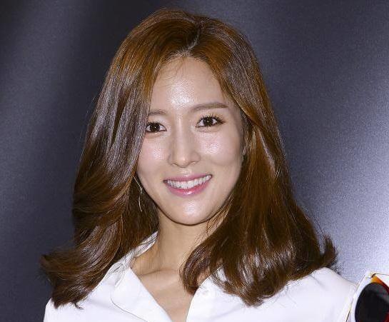 韓国女優ワンビンナ