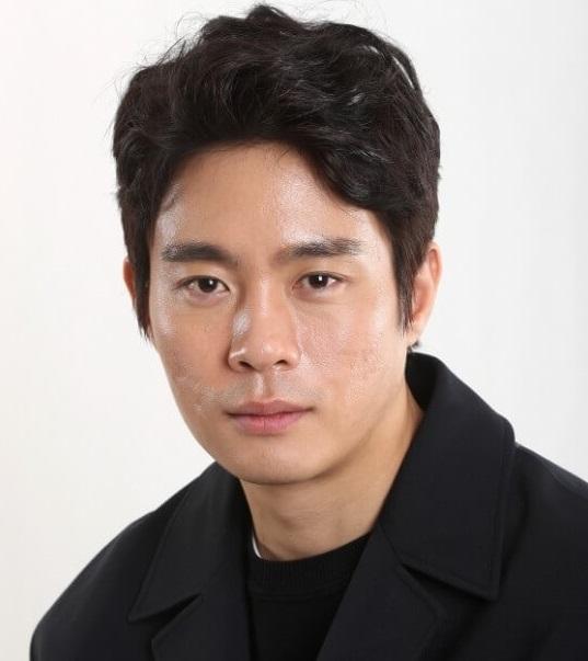 俳優キムドンヨン