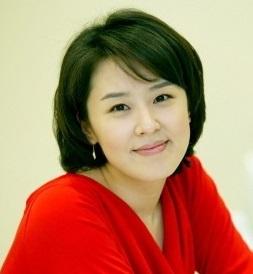 俳優ユンジョンファの姉でアナウンサーのユンヒョンジン